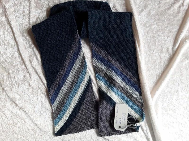 Kleinesbild - Handgestrickte Schal