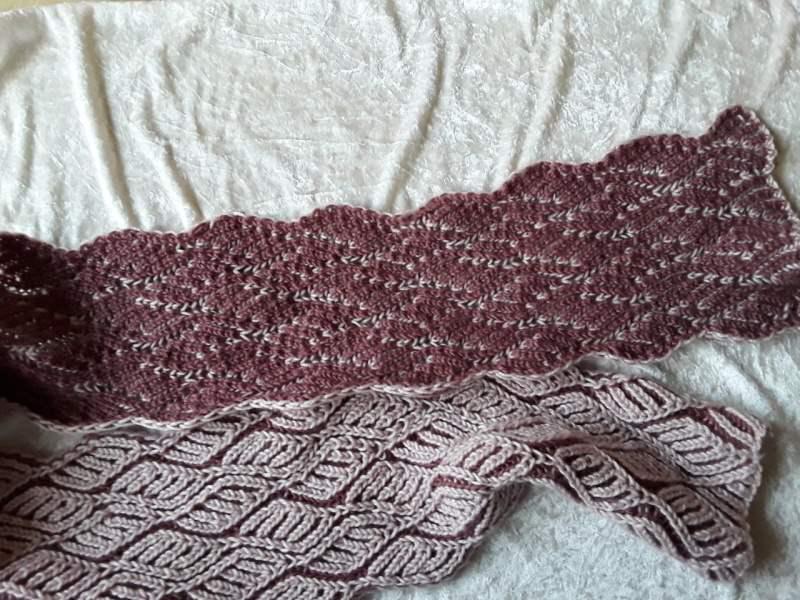Kleinesbild - Handgestrickte r Schal im Briochemuster in den Farben hell und dunkel altrosa