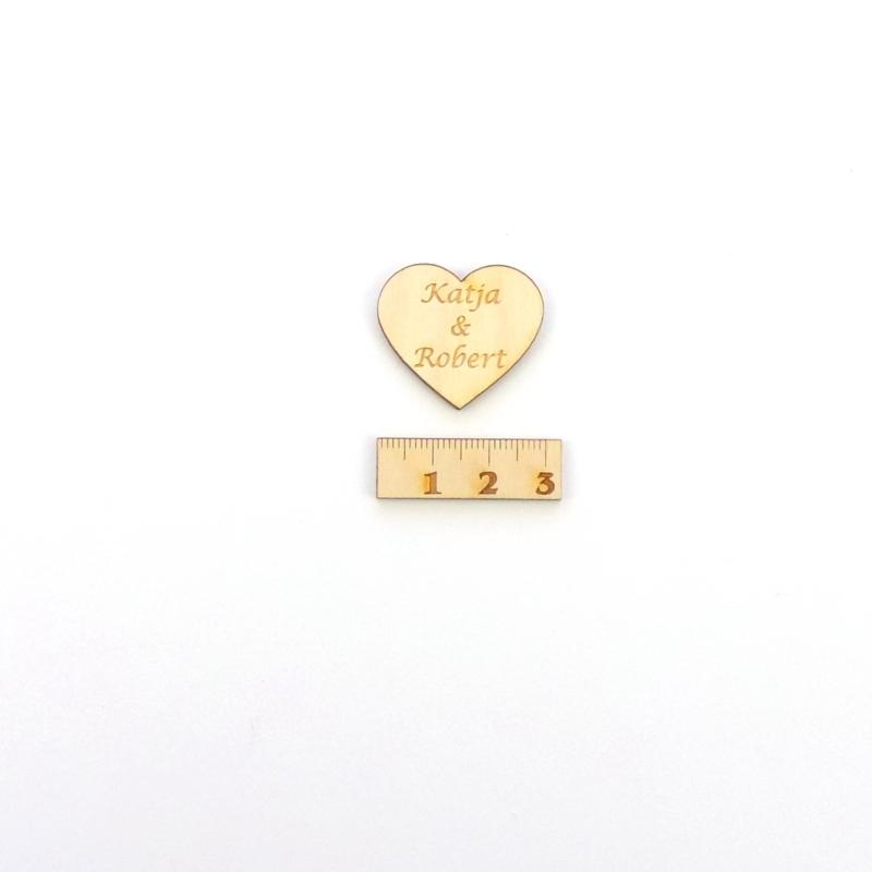 Kleinesbild -  30 Herzen Naturholz graviert 4 cm mit Namen des Brautpaares Personalisiert, Streudeko, Tischdeko