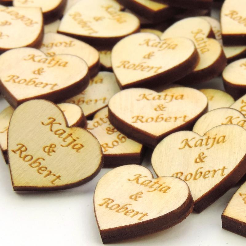 -  30 Herzen Naturholz graviert 4 cm mit Namen des Brautpaares Personalisiert, Streudeko, Tischdeko -  30 Herzen Naturholz graviert 4 cm mit Namen des Brautpaares Personalisiert, Streudeko, Tischdeko