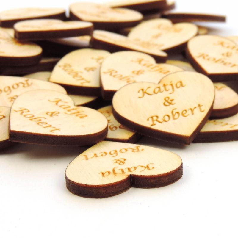 Kleinesbild - Herzen ♡ mit Namen des Brautpaares 30 Stück 2 cm Holz, Personalisiert, Streudeko, Tischdeko
