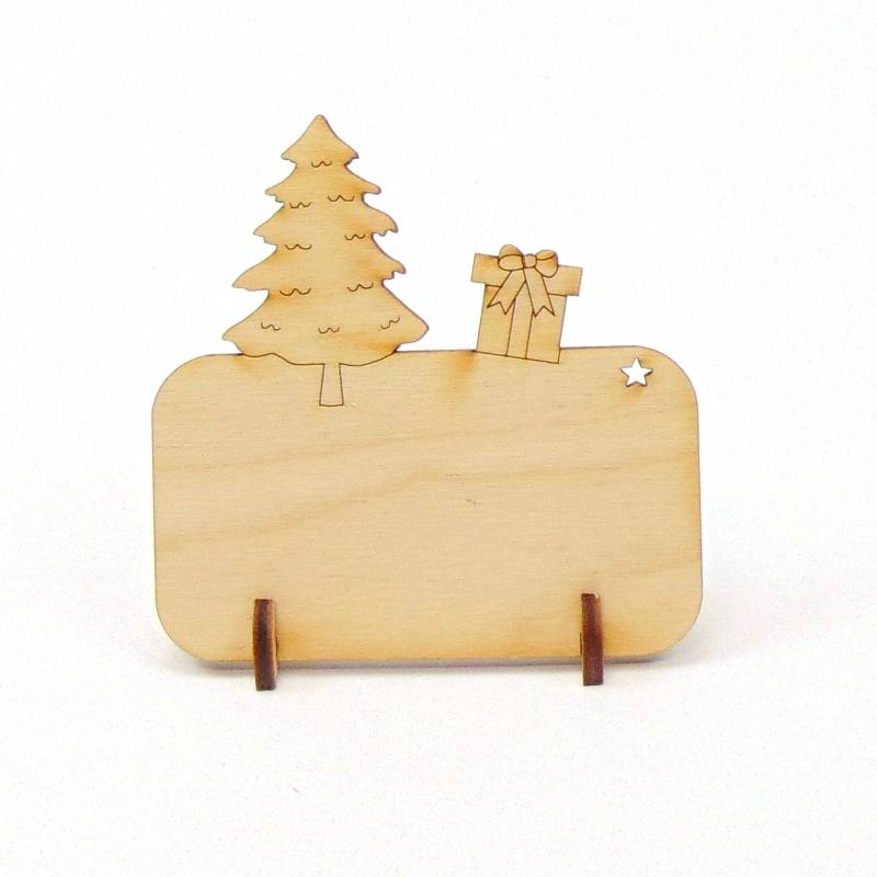 Kleinesbild - Tannenbaum mit Geschenk, Tischkarte für Weihnachtstafel Namensschild Weihnachtlich aus Holz
