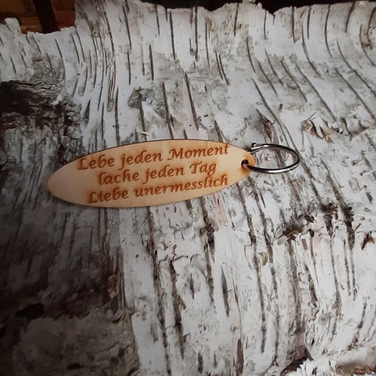 - Schlüsselanhänger  ♥Lebe jeden Moment lache jeden Tag Liebe unermesslich ♥ aus Holz  zum Verschenken  - Schlüsselanhänger  ♥Lebe jeden Moment lache jeden Tag Liebe unermesslich ♥ aus Holz  zum Verschenken
