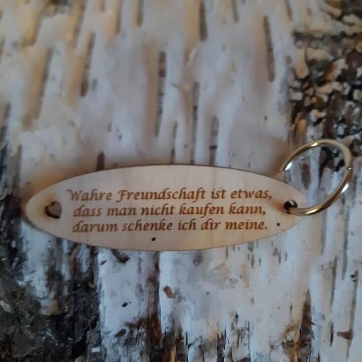 - Schlüsselanhänger für Freunde ♥ Wahre Freundschaft ist etwas, das man nicht kaufen kann. Darum schenke ich dir meine. ♥ aus Holz  zum Verschenken - Schlüsselanhänger für Freunde ♥ Wahre Freundschaft ist etwas, das man nicht kaufen kann. Darum schenke ich dir meine. ♥ aus Holz  zum Verschenken