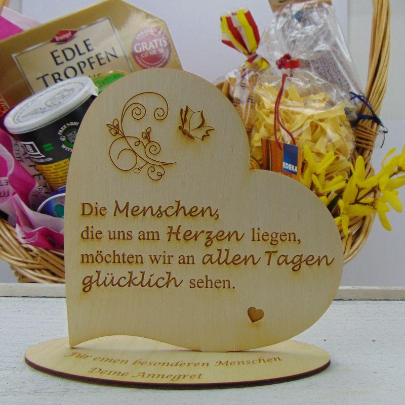 """Kleinesbild - Personalisiertes Freundschafts-Herz aus Holz mit der Aufschrift: """"Liebe ist nicht das Gefühl eines Augenblicks sondern die bewusste Entscheidung..."""