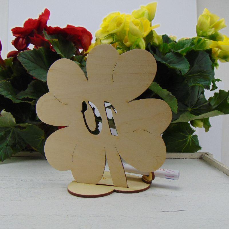 Kleinesbild - Geldgeschenk ♥ Zum 20. Geburtstag ♥ Naturholz graviertes Kleeblatt 16 cm mit Herz Personalisiert, Geschenk  mit eigenen Namen