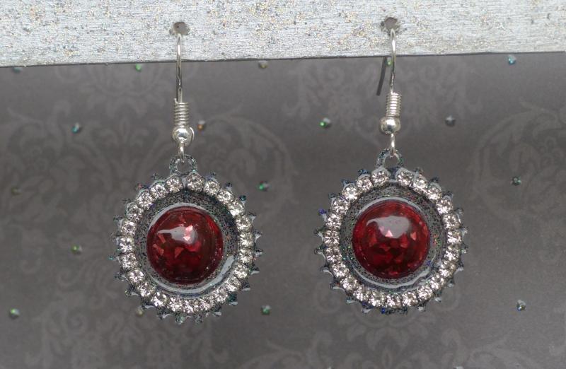 - Ohrringe Regina - handgefertigte Ohrhänger in rot und schwarz mit Strassumrandung - Ohrringe Regina - handgefertigte Ohrhänger in rot und schwarz mit Strassumrandung