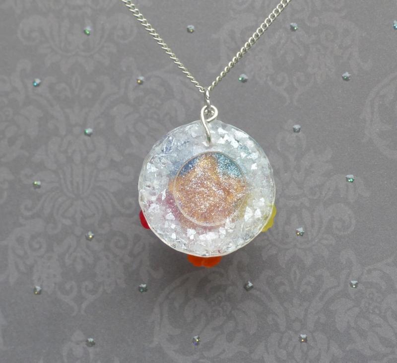 Kleinesbild - Blumenmeer - Handgefertigter, farbenfroher Kettenanhänger mit Swarovski-Stein