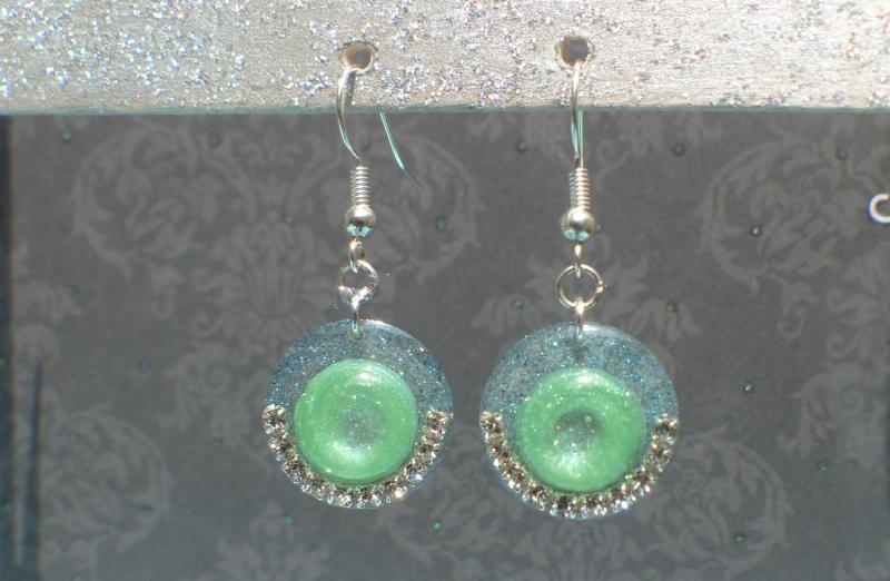 - Ohrringe Missy - handgefertigte Ohrhänger in zwei Grüntönen, verziert mit Strass - Ohrringe Missy - handgefertigte Ohrhänger in zwei Grüntönen, verziert mit Strass