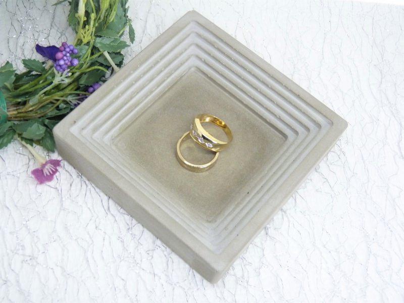 Kleinesbild - Ringschale quadratisch - Beton - Schmuckablage - handgefertigt