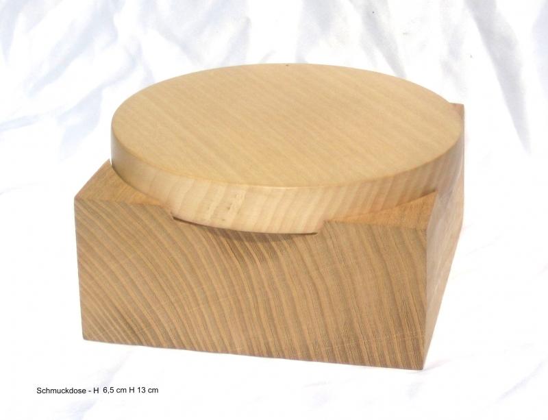 - handgdrechselte Holzdose aus Nussbaumholz mit Deckel - handgdrechselte Holzdose aus Nussbaumholz mit Deckel