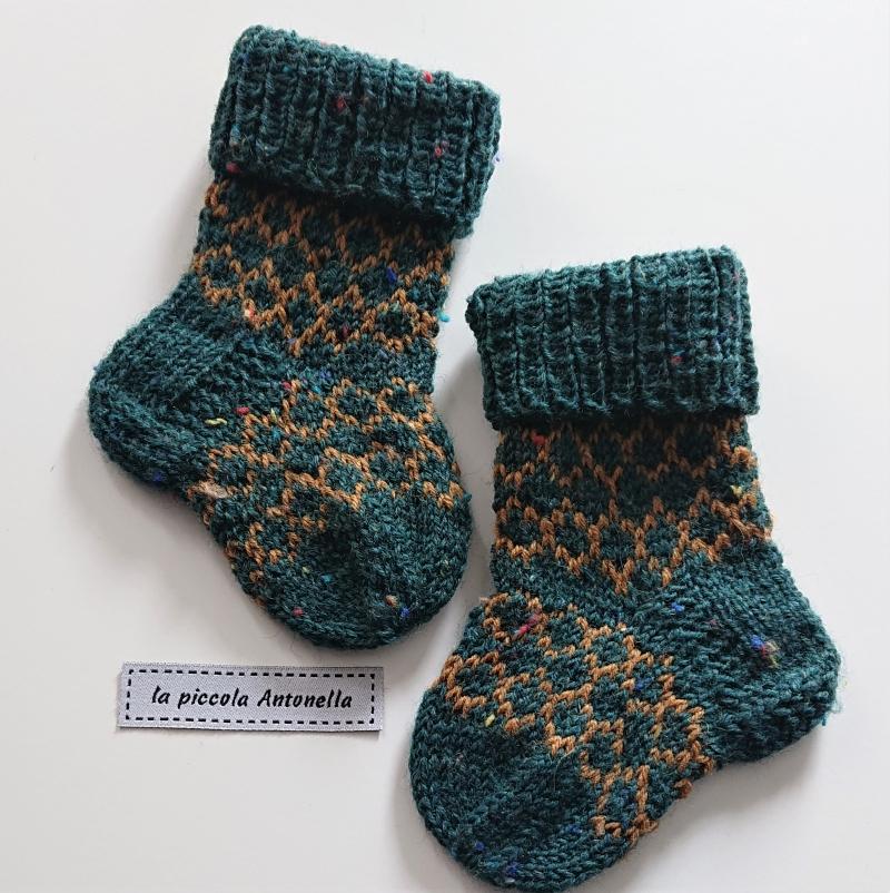 Kleinesbild - Handgestrickte  Babysocken ,  Wollsocken , Gr. 16 - 17 , Alter ca.  3 - 6 Monate, grün ocker - Fairisle, Handmade by la piccola Antonella
