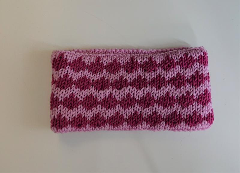Kleinesbild - Gestricktes Stirnband ,  handgestrickt aus  100% Wolle (Merino), doppellagig , Fairisle , rosa / beere ,  handgestrickt von la piccola Antonella