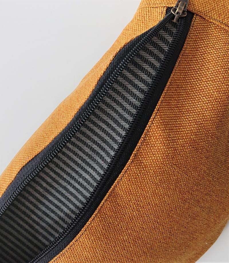 Kleinesbild - Bauchtasche in golden yellow , gelb ,  auch als Crossbag Umhängetasche tragbar , verstellbarer Tragegurt mit Karabiner , Gr. L, Handmade by la piccola Antonella