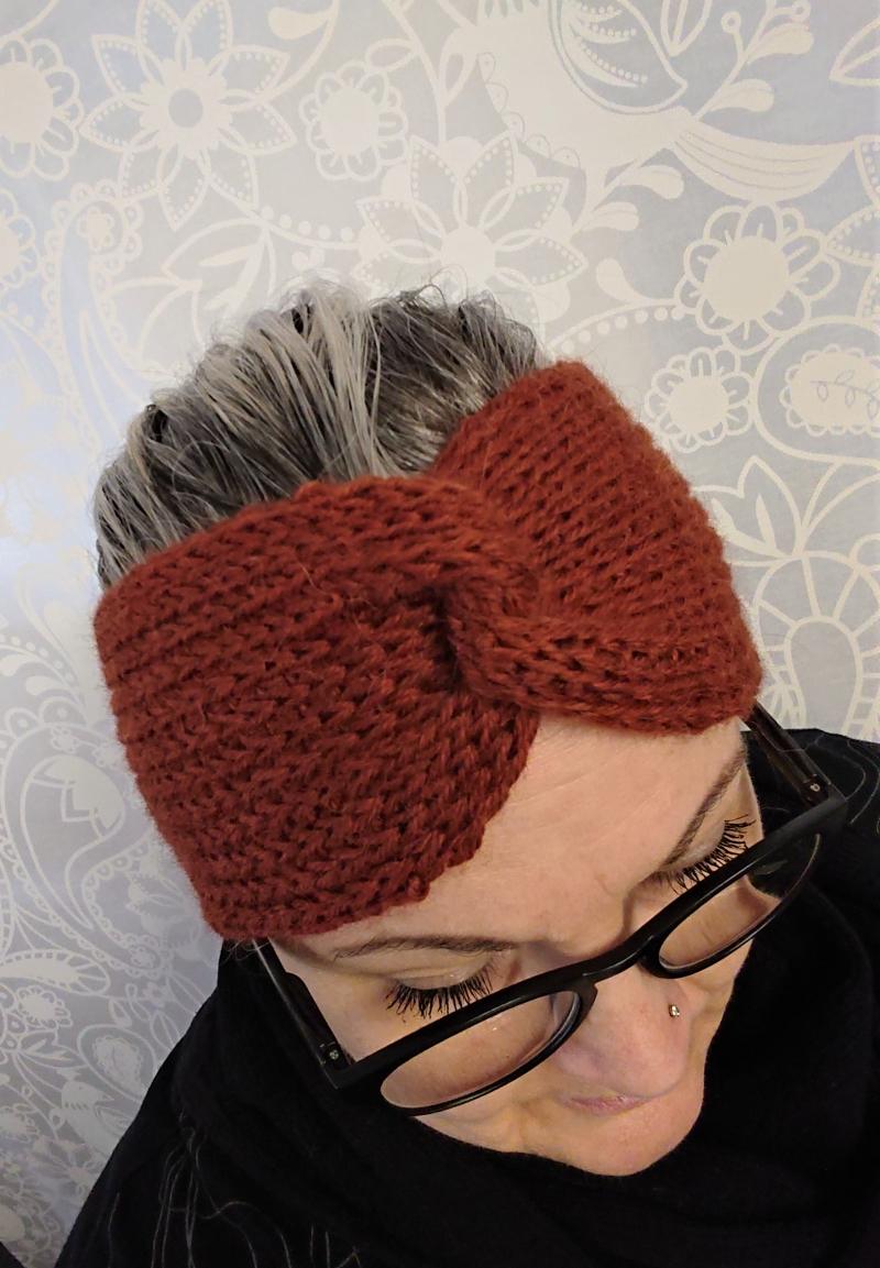 Kleinesbild - Gestricktes Stirnband ,  handgestrickt aus  100% Alpaka , mit Twist in Kupfer , diverse Farben möglich ,  handgestrickt von la piccola Antonella