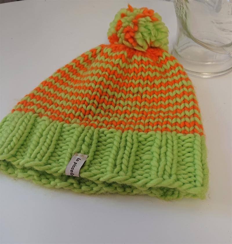 Kleinesbild - Gestrickte Mütze , Beanie ,  handgestrickt aus  dicker 100 % Wolle (Merino Wolle) , in neon grün und orange ,  handgestrickt von la piccola Antonella