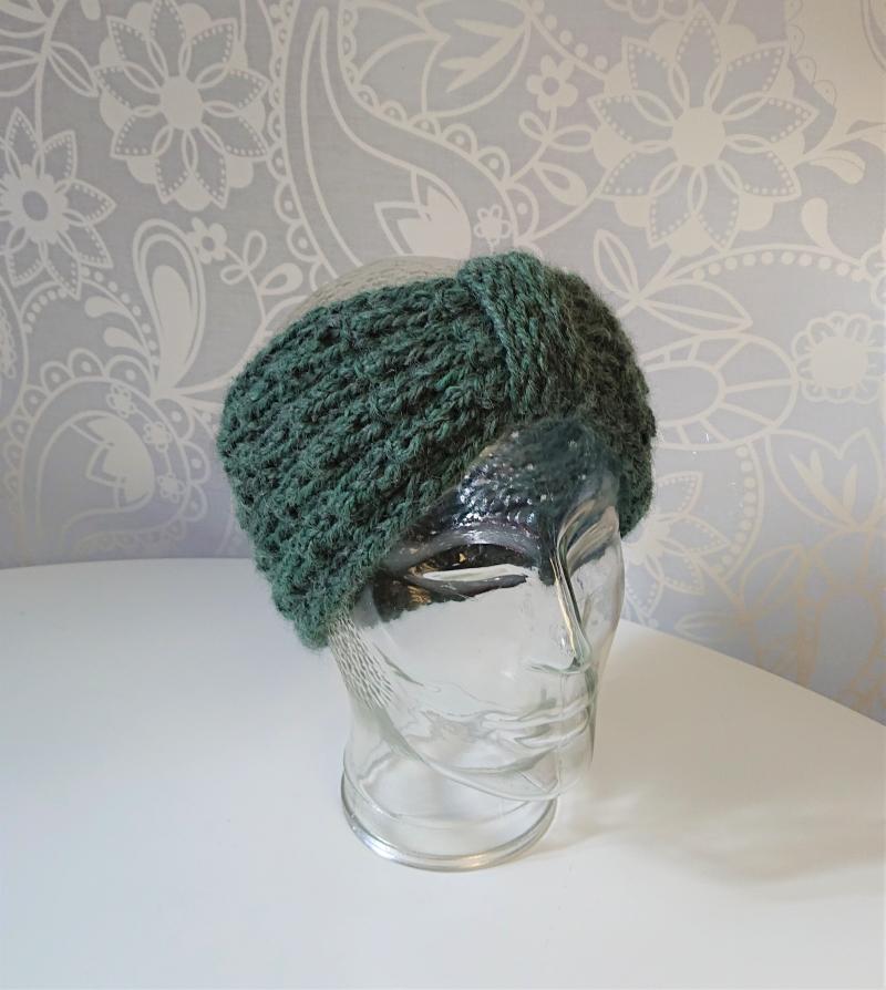 Kleinesbild - Stirnband gestrickt aus 100% Alpaka  in salbei / pastell grün mit Zopfmuster ,  handgestrickt von la piccola Antonella