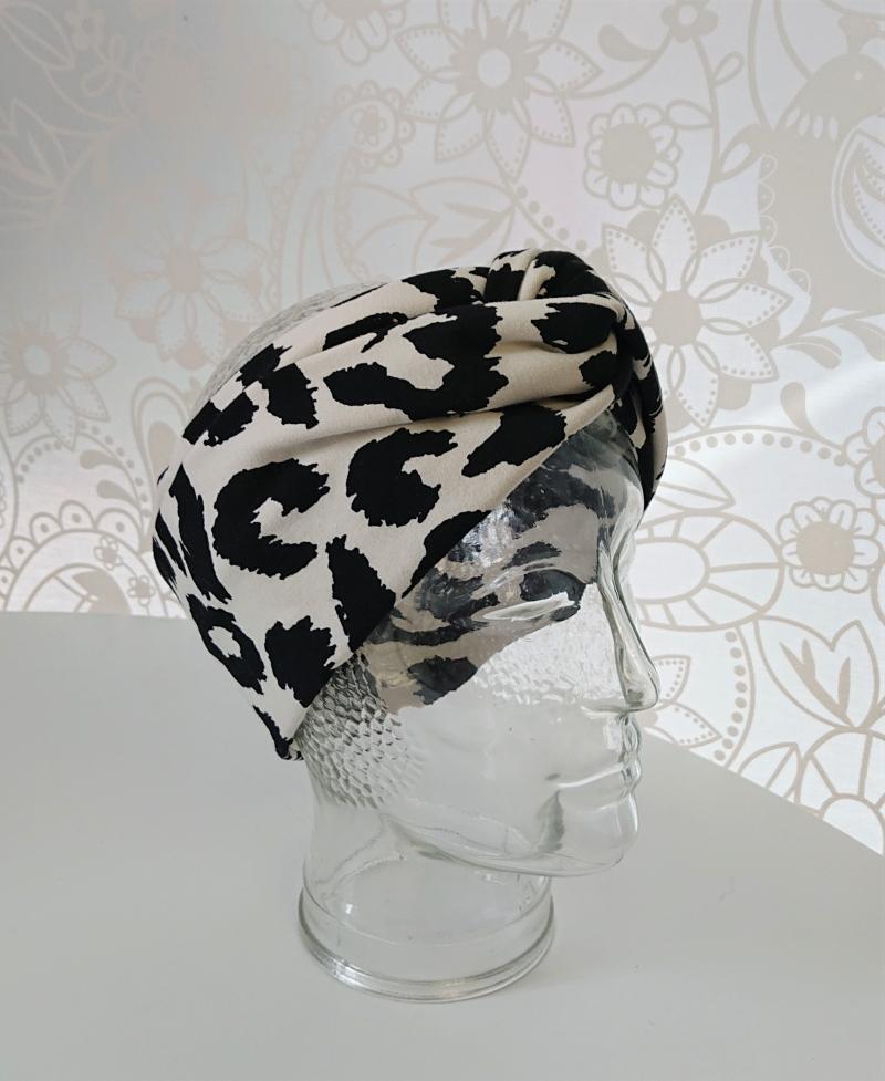 Kleinesbild - Stirnband genäht aus Baumwolle mit Animal Print , doppelläufig mit Twist in schwarz / weiß , Handmade by la piccola Antonella