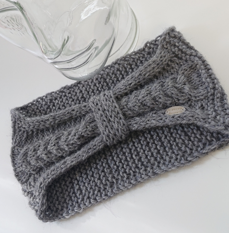 Kleinesbild - Gestricktes Stirnband mit Zopfmuster und gerafften Twist in grau ,  handgestrickt aus  Alpaka  Wolle  ,  handmade by  la piccola Antonella