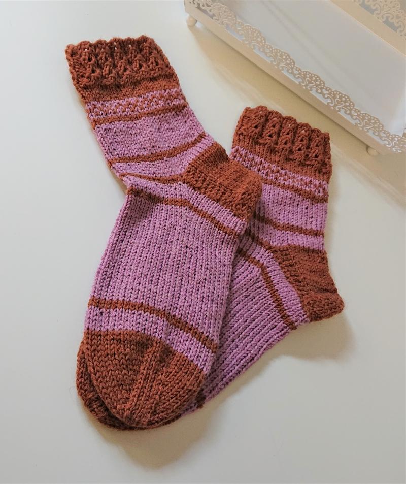 Kleinesbild - Handgestrickte  dicke  Socken aus 6 - fach Sockenwolle  in Rosa / Braun - Socken Gr. 38/39 mit dekorativem Bündchen ,  handmade by  la piccola Antonella