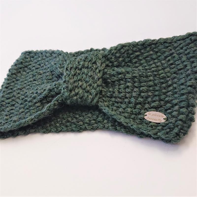 Kleinesbild - Gestricktes Stirnband  in moosgrün aus  100% Wolle (Merino) , geraffter Twist ,  handgestrickt von la piccola Antonella