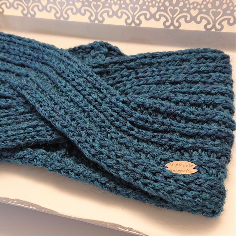 Kleinesbild - Gestricktes Stirnband aus 100% Wolle (Merino ) in blau, gekreuzter  Twist,  handgestrickt von la piccola Antonella