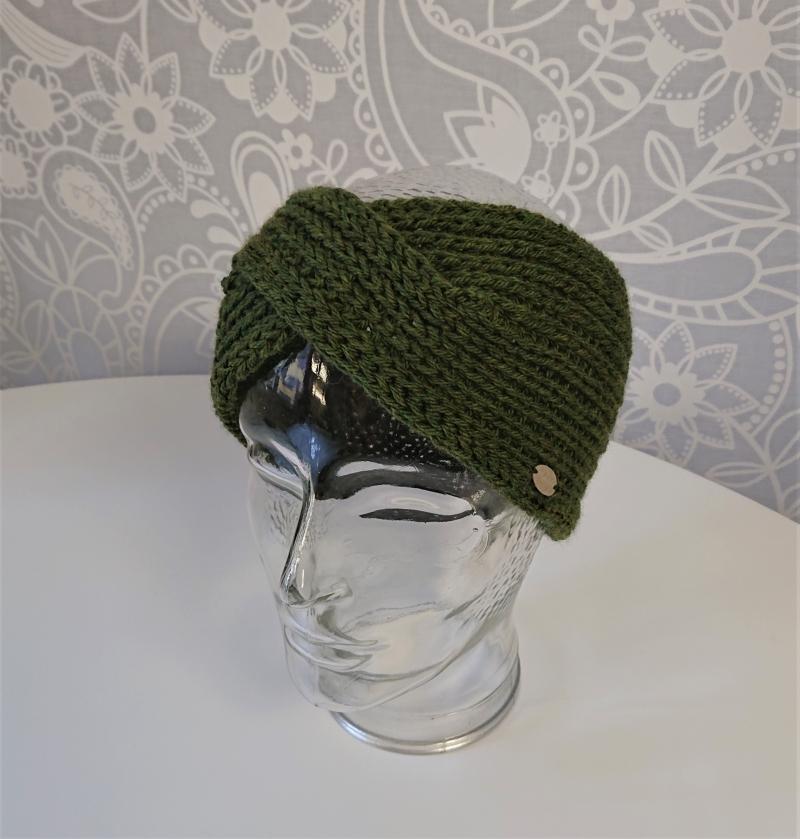Kleinesbild - Stirnband gestrickt aus 100% Wolle ( Merino)  in moos grün mit gekreuzten Twist , handgestrickt von la piccola Antonella