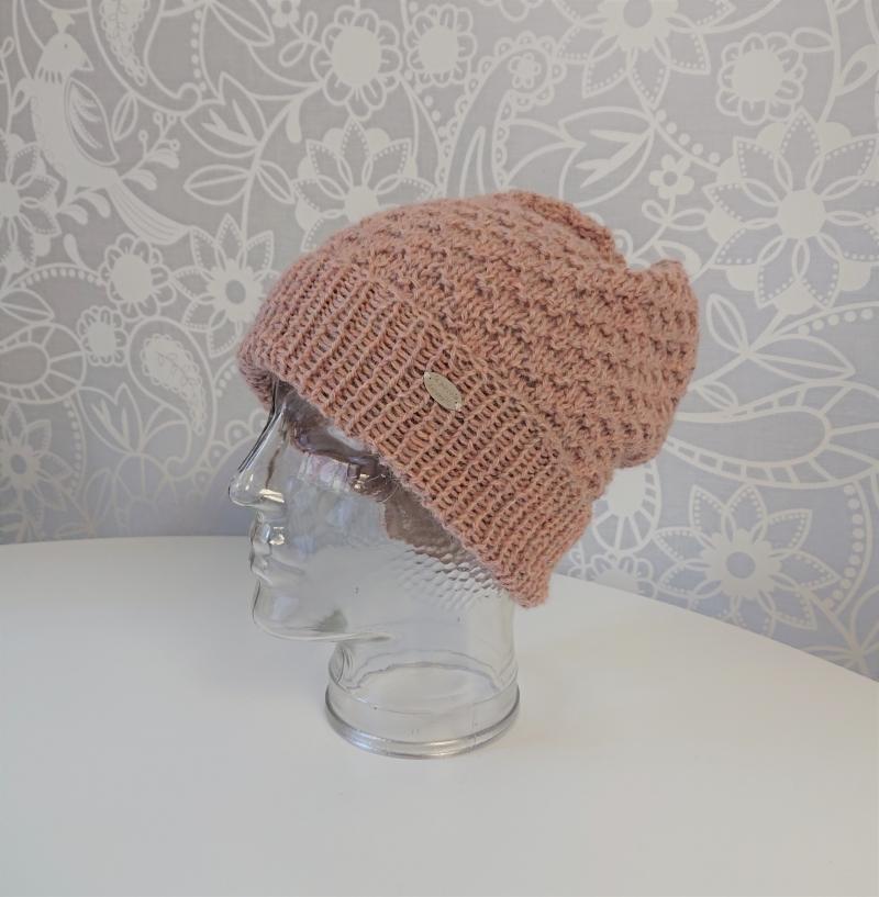Kleinesbild - Gestrickte Mütze Beanie  aus Baby Alpaka Wolle in creme beere mit Strukturmuster ,  handgestrickt von la piccola Antonella