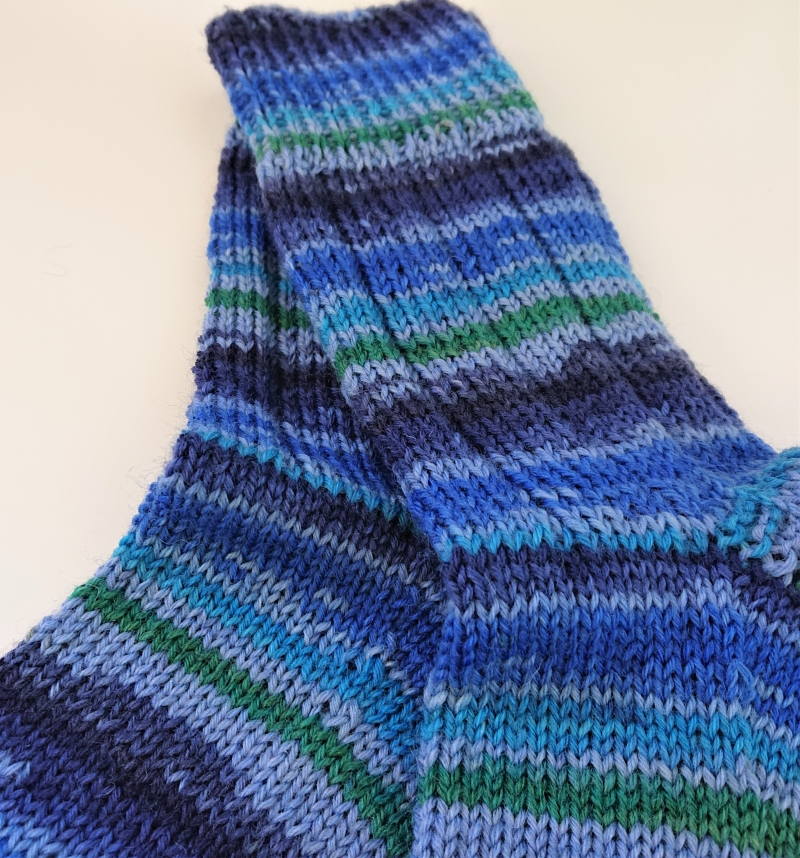 Kleinesbild - Gestrickte  dicke Socken für den Mann aus 6-fach Sockenwolle in blau -  Gr. 46/47 , handgestrickt von  la piccola Antonella