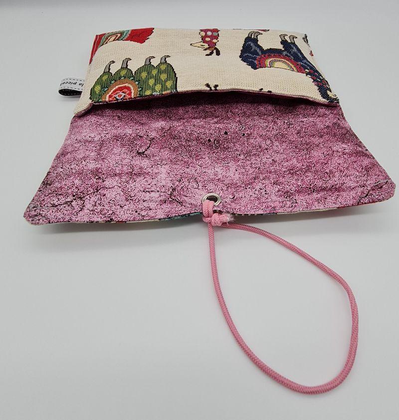 Kleinesbild - Universaltäschchen , Etui, Clutch, mit Lamas,  zum Aufbewahren vielerlei Dinge mit Gummikordel zu verschließen, handmade by la piccola Antonella