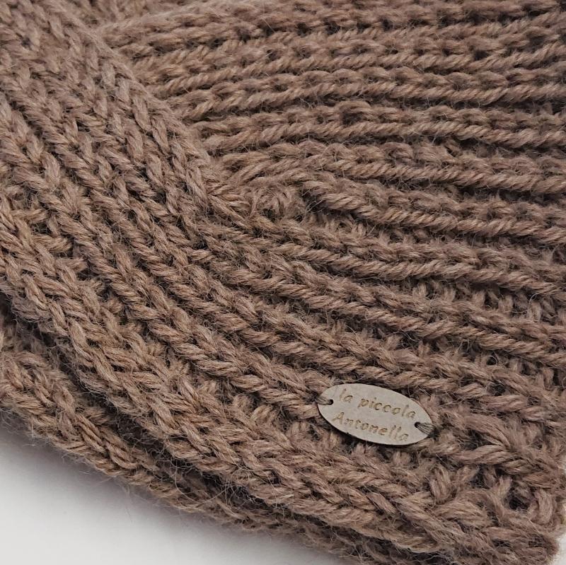 Kleinesbild - Gestricktes Stirnband in beige aus 100%  Alpaka, gekreuzter  Twist , handgestrickt von la piccola Antonella