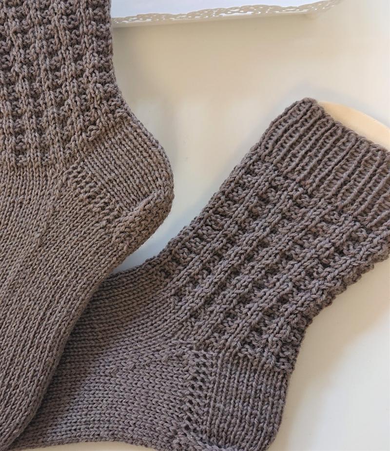 Kleinesbild - Gestrickte  dickere Socken aus  6-fach Sockenwolle in braun -  Gr. 38/39 , handgestrickt von  la piccola Antonella