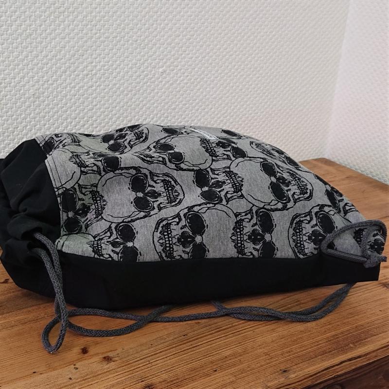 Kleinesbild - Turnbeutel in schwarz mit Totenköpfen , Skulls , Handmade by la piccola Antonella