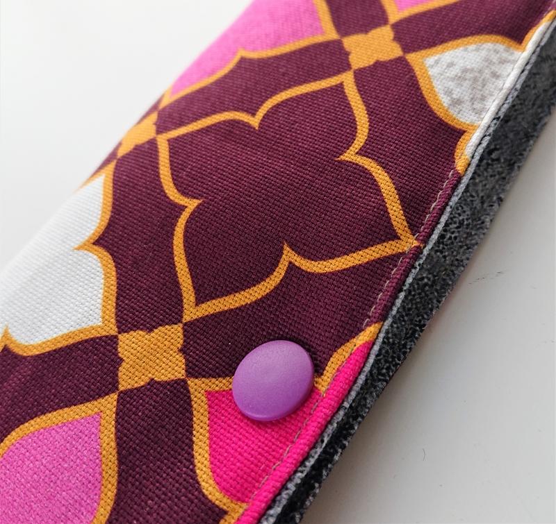 Kleinesbild - Stricknadelgarage , Stricknadeltasche mit Ornamenten in Beeren Tönen,  für Nadelspiel 20 cm