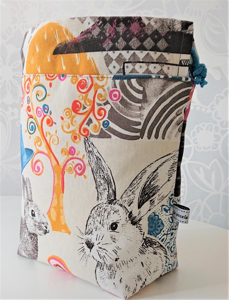 Kleinesbild - Utensilo Stoffkörbchen Beutel Hasen Motiv mit Kordeln zum verschließen , handmade by la piccola Antonella