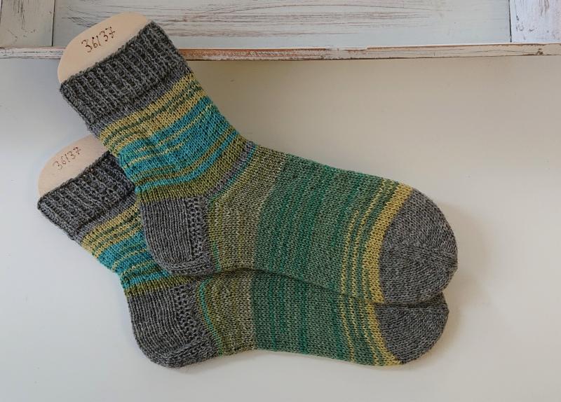 Kleinesbild - Gestrickte  Socken in grün Tönen und grau , Stricksocken, Kuschelsocken, Gr. 36/37 , handgestrickt von la piccola Antonella