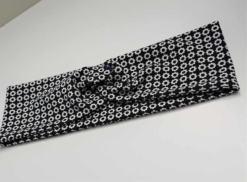 Kleinesbild - Stirnband , Knotenstirnband, Turbanstirnband, Bandeau, Haarband mit kleinen Blümchen in schwarz weiß, handmade by la piccola Antonella