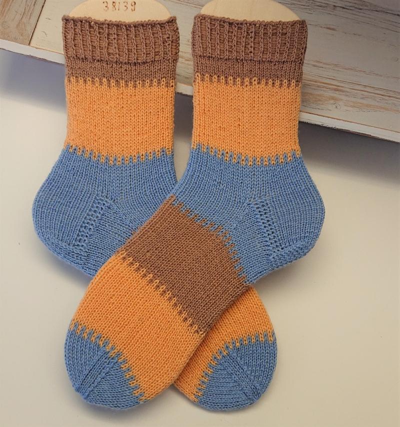 Kleinesbild - Gestrickte Socken mit breiten Blockstreifen in blau braun gelb, Stricksocken, Kuschelsocken, Gr. 38/39 , handgestrickt von la piccola Antonella