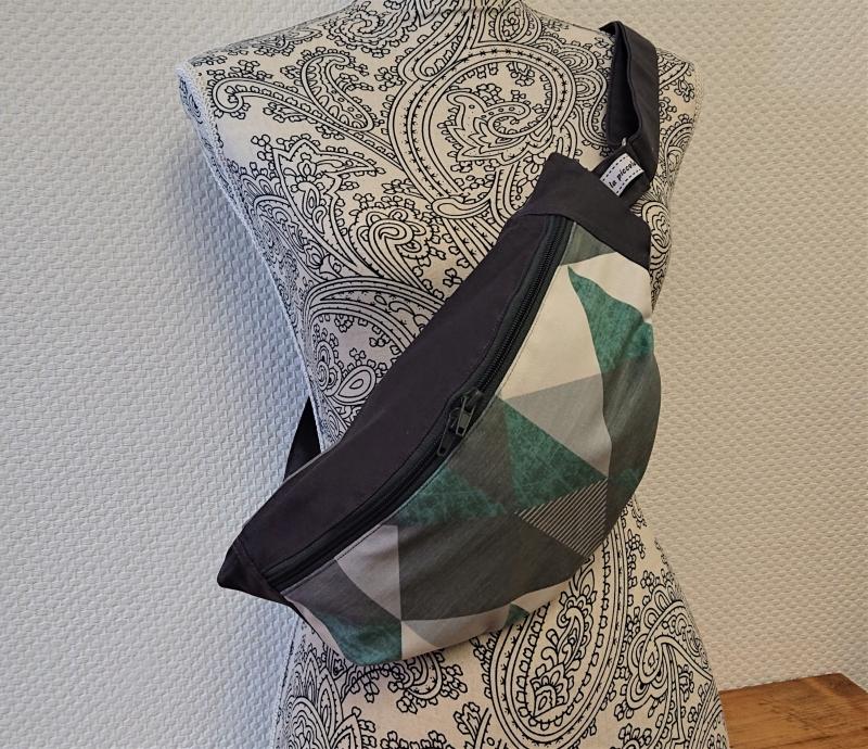 Kleinesbild - Bauchtasche mit grafischen Muster in grau grün , tragbar auch als Crossbag, Umhängetasche, handmade by la piccola Antonella