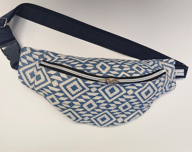 Kleinesbild - Bauchtasche in blau weiß mit Ethno Muster, tragbar auch als Crossbag, Umhängetasche, handmade by la piccola Antonella