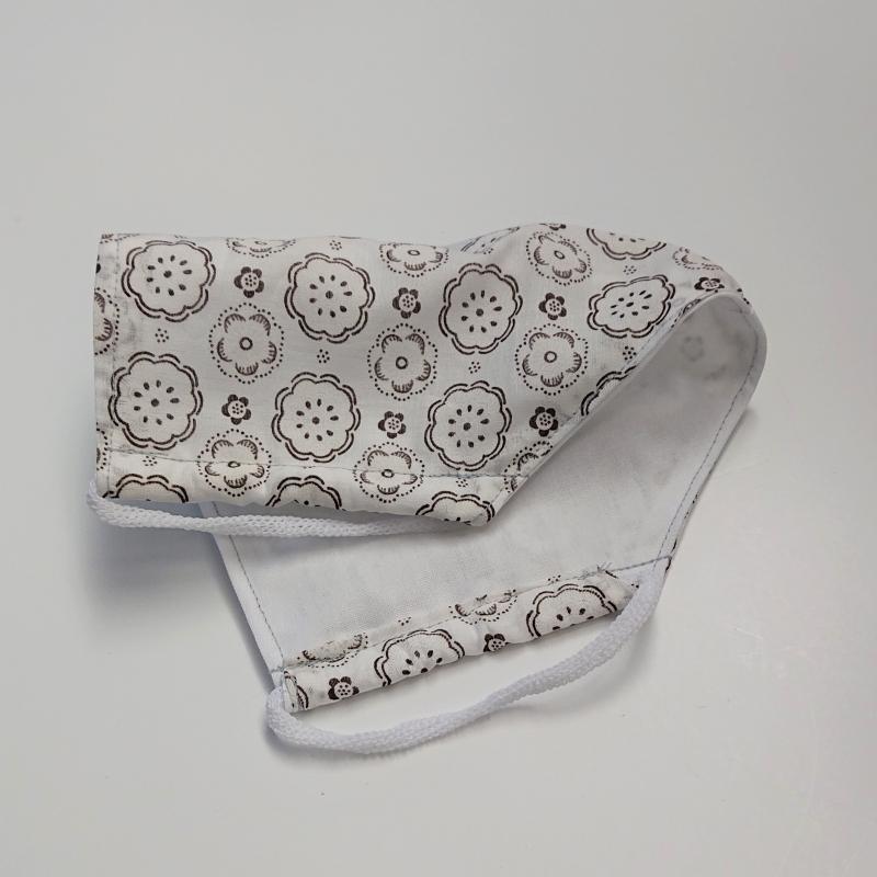 Kleinesbild - Mund - und Nasen - Maske in weiß mit braunen Ornamenten, 2 lagig, dünne Baumwolle  , KEIN Virenschutz , handmade by la piccola Antonella