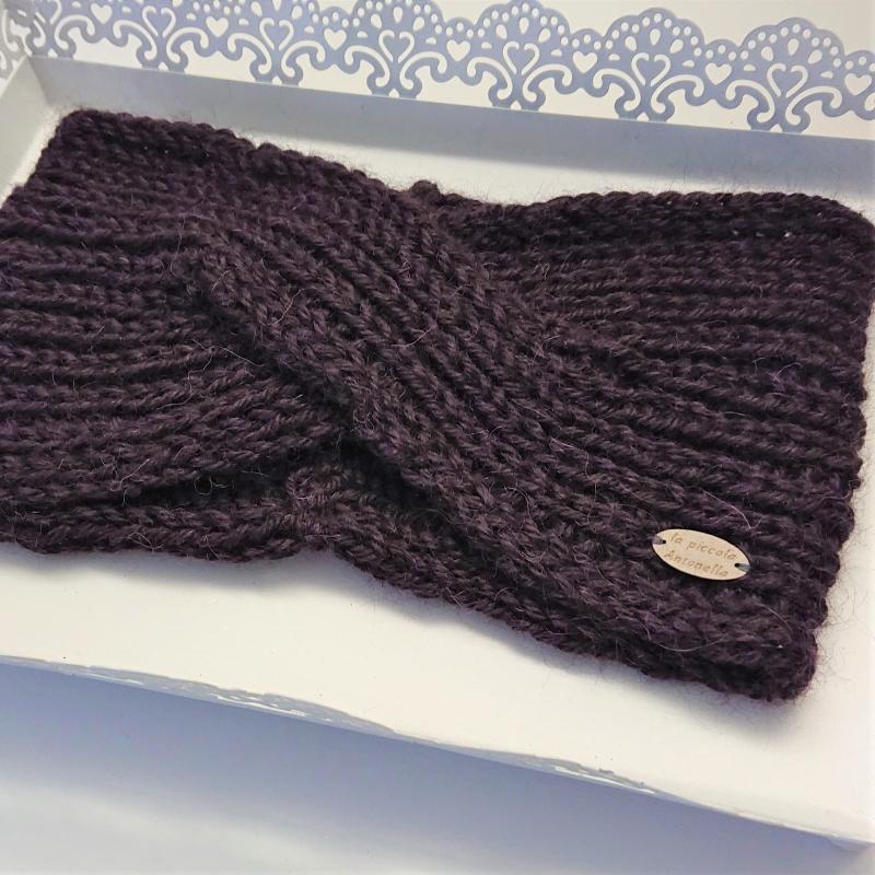 Kleinesbild - Gestricktes Stirnband in Brombeere aus 100%  Alpaka , gekreuzter  Twist ,  handgestrickt von la piccola Antonella