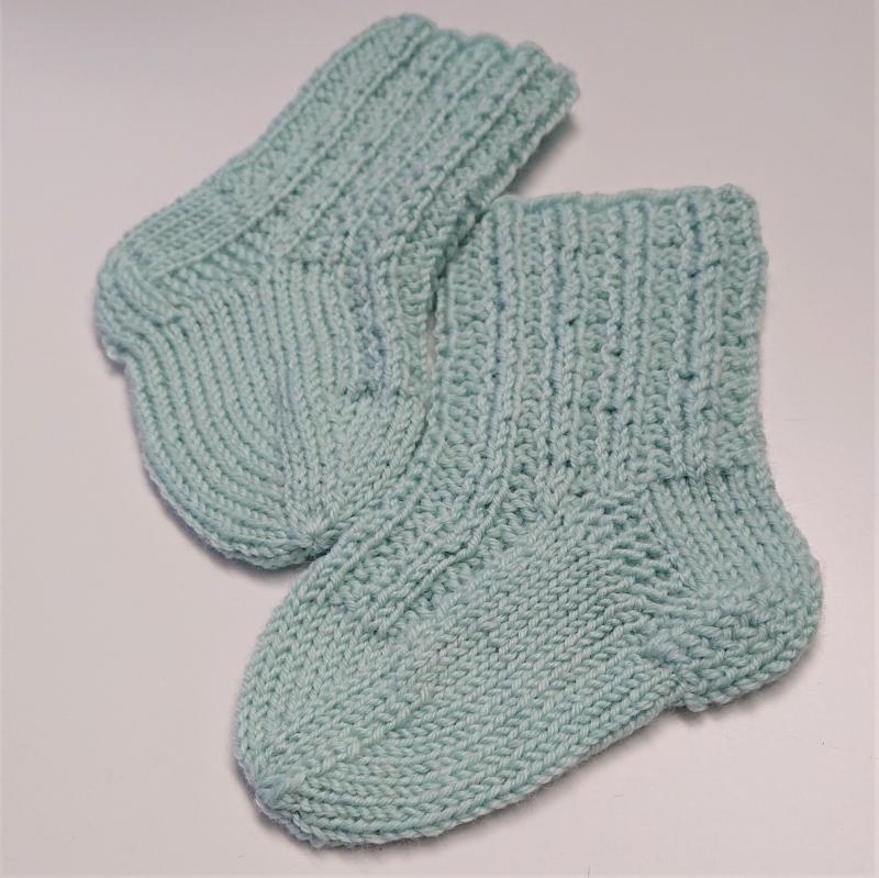 Kleinesbild - Gestrickte Socken für Babys in mint, Babysocken, Stricksocken, Kuschelsocken, ca. 0 - 3 Monate, handgestrickt von la piccola Antonella