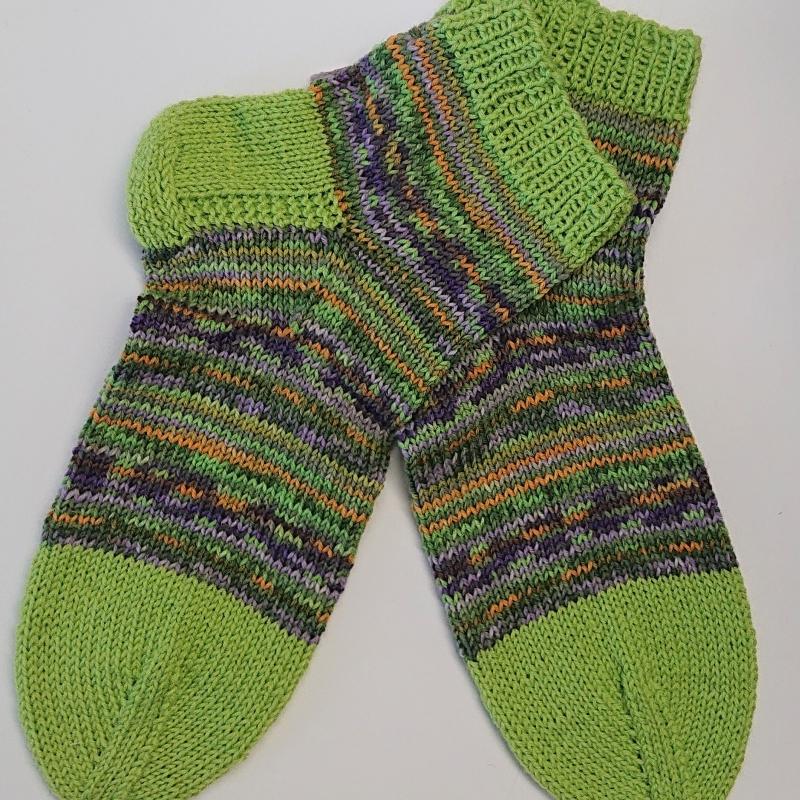 Kleinesbild - Gestrickte Socken für den Mann in bunt, Gr. 46/47 aus 6 fädiger Sockenwolle mit kurzen Schaft, Wollsocken, Kuschelsocken, handgestrickt von la piccola Antonella