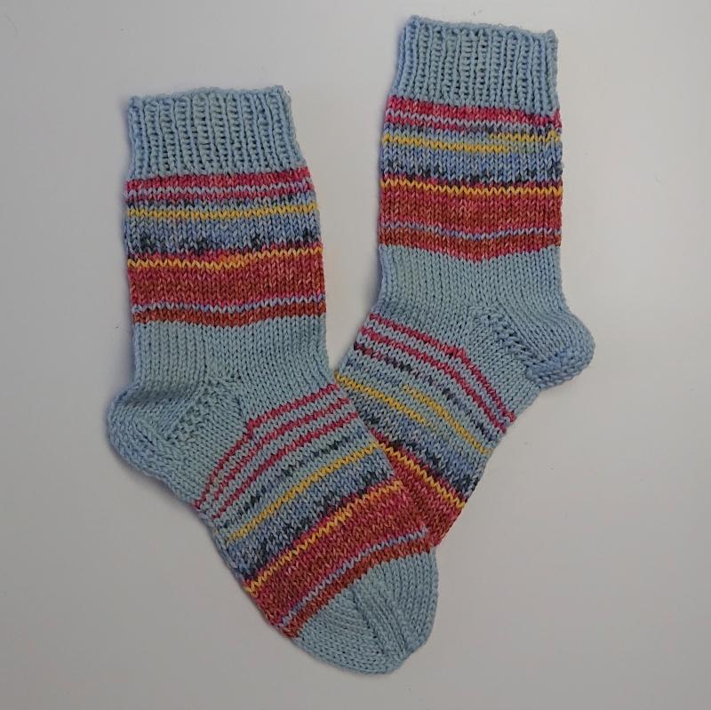 Kleinesbild - Gestrickte bunte dicke Socken, Gr. 38/39 aus 8 fädiger Sockenwolle, Wollsocken, Kuschelsocken, handgestrickt von la piccola Antonella