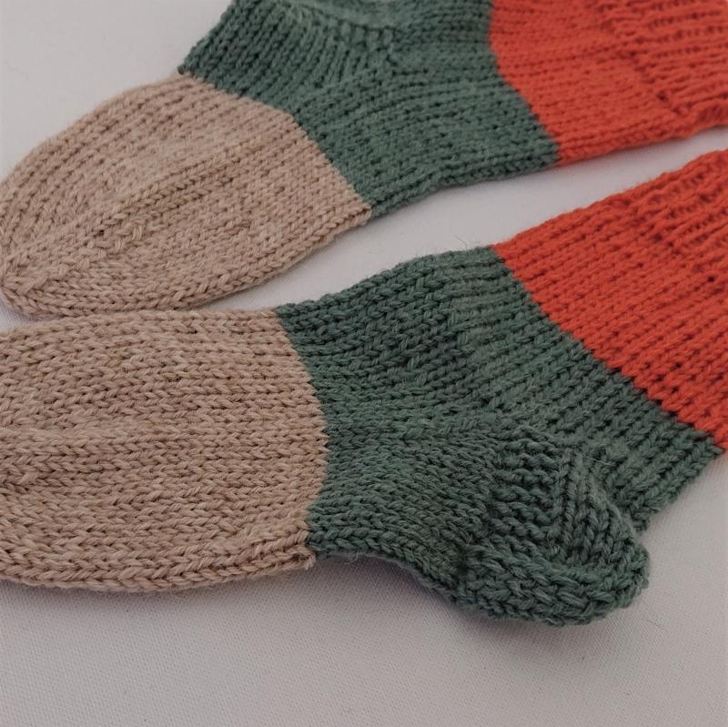 Kleinesbild - Gestrickte dickere Socken für Kinder, Gr. 30/31 aus 6 fach Sockenwolle, Wollsocken, Kuschelsocken, handgestrickt von la piccola Antonella