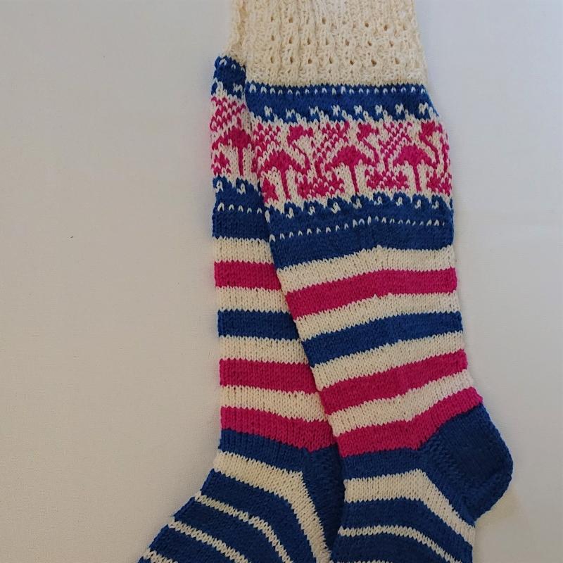 Kleinesbild - Gestrickte Socken mit Flamingos und langem Schaft, Gr. 38/39, Wollsocken, Kuschelsocken, handgestrickt von la piccola Antonella
