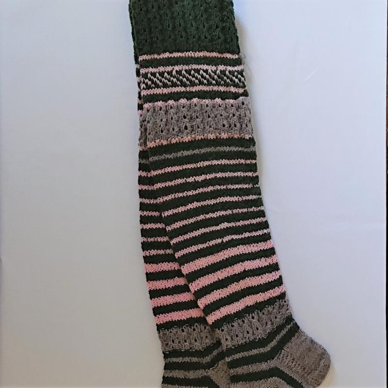 Kleinesbild - Gestrickte Socken, Kniestrümpfe mit Zopfmuster, Gr. 38/39, Wollsocken, Kuschelsocken, handgestrickt von la piccola Antonella