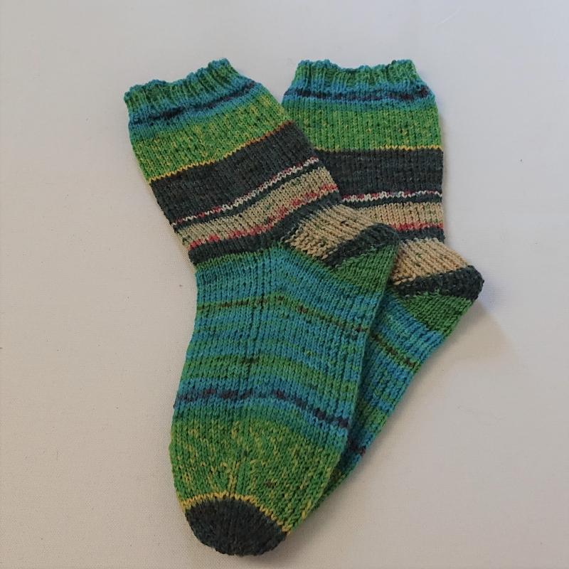 Kleinesbild - Gestrickte Socken für Kinder, Gr. 34/35 in grün türkis, Wollsocken, Kuschelsocken, handgestrickt, la piccola Antonella