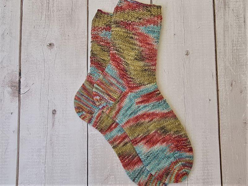 Kleinesbild - Gestrickte bunte Socken hand-dyed, Gr. 38/39, Stricksocken, Kuschelsocken, handgestrickt von  la piccola Antonella